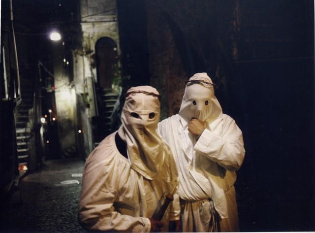 Foto di Alberto Giuliani Gli incappucciati di Nocera Terinese