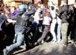 Manganellate all'indignata: i pm aprono un'inchiesta per identificare il poliziotto