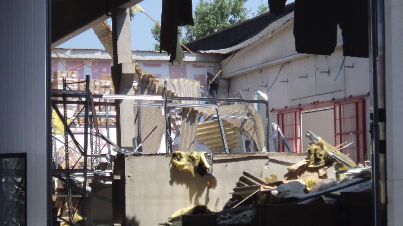 Un capannone industriale,a Mirandola,distrutto dal terremoto