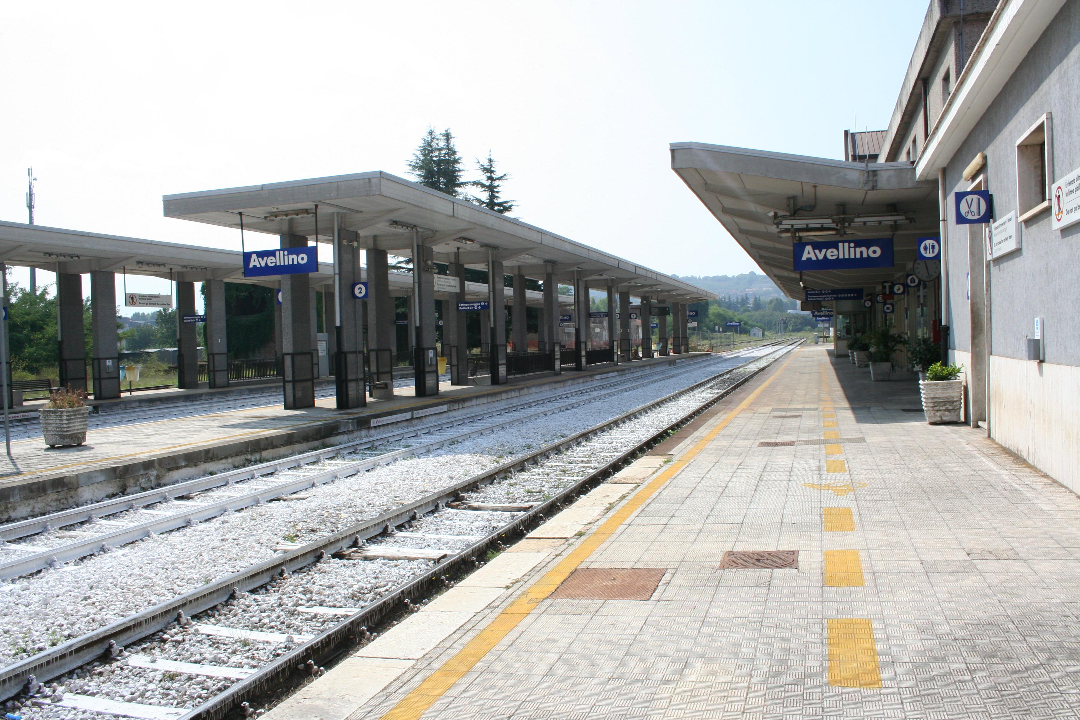 foto interno stazione vuota
