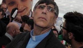 """Terra dei fuochi: monnezza, i vescovi: """"Fate presto"""" Don Patriciello: """"Tocca allo Stato"""""""