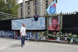 Morte Ciro Esposito: 'Ciao eroe', striscione davanti autolavaggio dove lavorava
