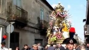 Oppido, il potere dei boss e l'inchino della statua della Madonna