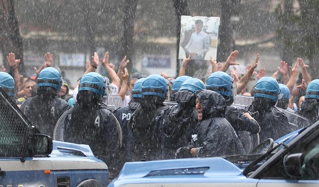 Napoli, al via il corteo per il 17enne ucciso
