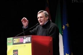 """Le """"contromafie"""" di Don Ciotti  e le provocazioni di Grillo"""