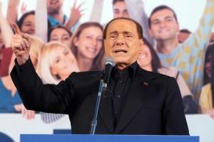 Silvio Berlusconi sul palco allestito in Piazza Maggiore per la manifestazione organizzata dalla Lega Nord a  Bologna, 8 novembre 2015. ANSA/GIORGIO BENVENUTI