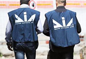 Agenti della Dia di Bari (foto Dia - 17 dicembre 2014)