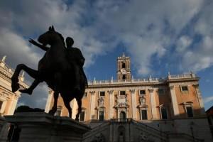 La piazza del Campidoglio nel giorno delle decadenza della Giunta guidata da Ignazio Marino con le dimissioni di 26 consiglieri. Roma, 30 ottobre 2015. ANSA/ ALESSANDRO DI MEO