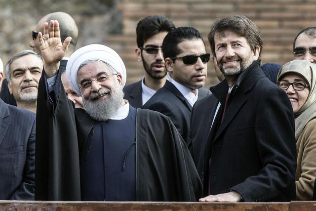 Iranian President Hassan Rouhani (L) is flanked by Italian Culture Minister Dario Franceschini (R) as he visits the Colosseum in Rome, Italy, 27 January 2016. ANSA/ ANGELO CARCONI