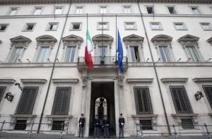 The Italian flag iat half mast at Palazzo Chigi in Rome after terrorism attacks in Paris, 14 November 2015. ANSA/CLAUDIO PERI