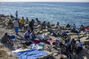 Il governo scarica sugli 007 il mancato allarme per le partenze nel Mediterraneo.