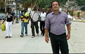 Ora la Prefettura loda il sindaco pro migranti