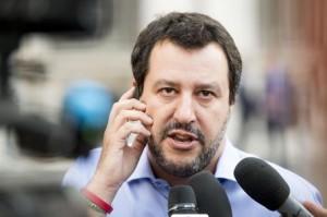 Il ministro dell'Interno, Matteo Salvini, al suo arrivo a Palazzo Chigi per il vertice sulla nave Aquarius. Roma, 11 giugno 2018. ANSA/CLAUDIO PERI