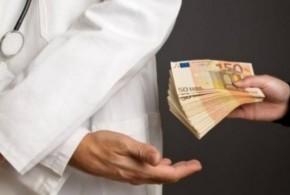 La sanità è una montagna di soldi e potere. Otto scandali dove il malato non conta nulla
